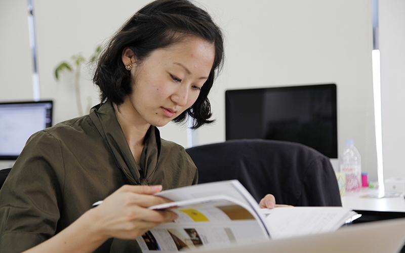 ▲「へぇ、この本、見やすいねぇ!」とご好評です。そこは日本語です。