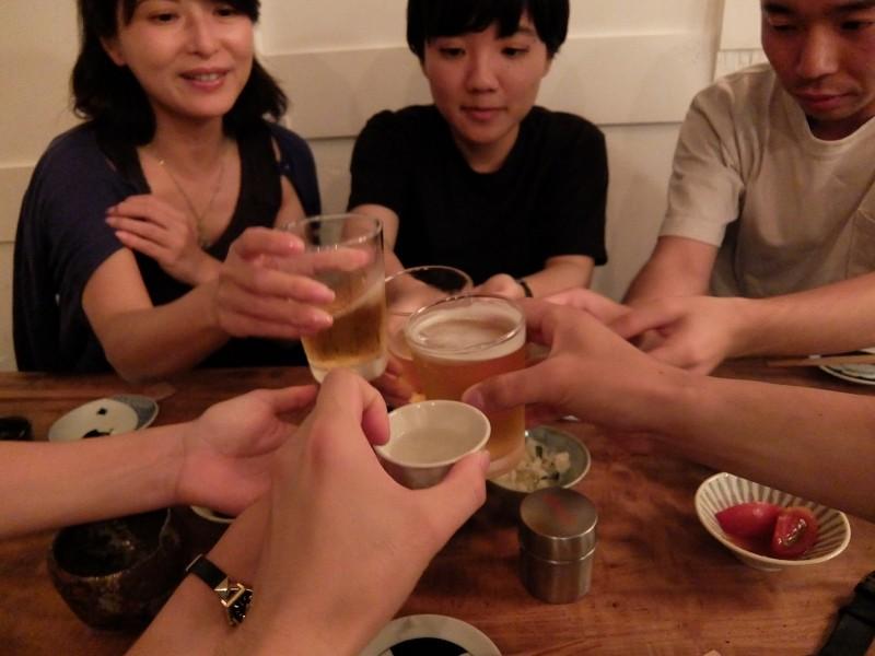 ▲みんなで乾杯!ドミ会利用のお客さんは最初のビールをサービスでいただけます。