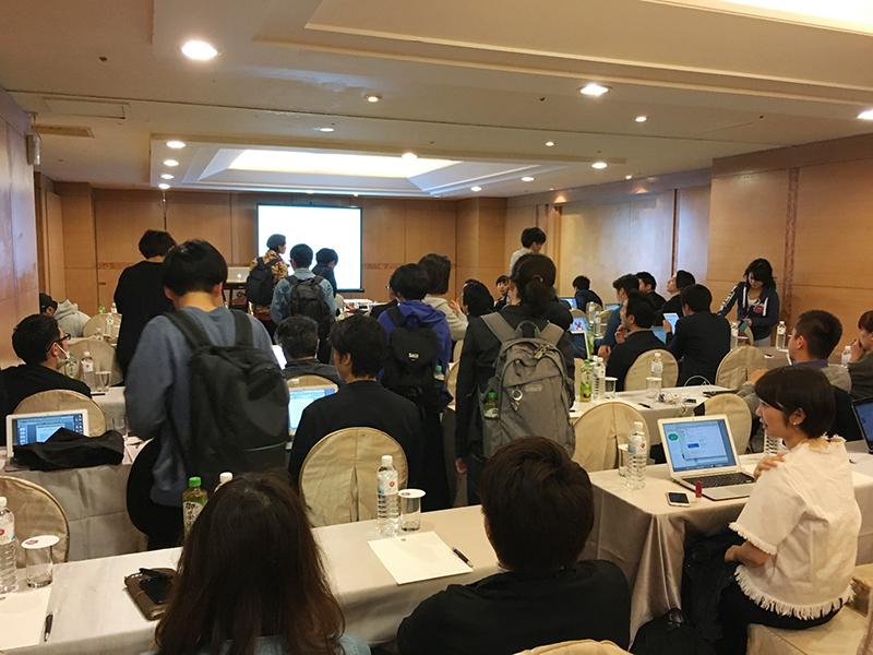 ▲東京・大阪・福岡・沖縄と各エリアからメンバーが集まり、会場は「久しぶり!元気?」と盛り上がっていました。