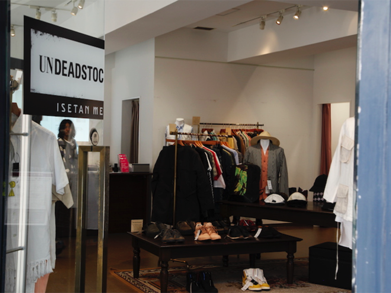 ▲おしゃれで洗練された雰囲気の店内。綺麗に服が並べられています。