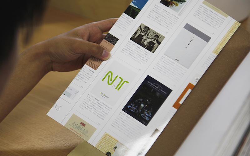 ▲カバーは、この書籍に掲載されているブランディングブックがレイアウトされているデザイン。
