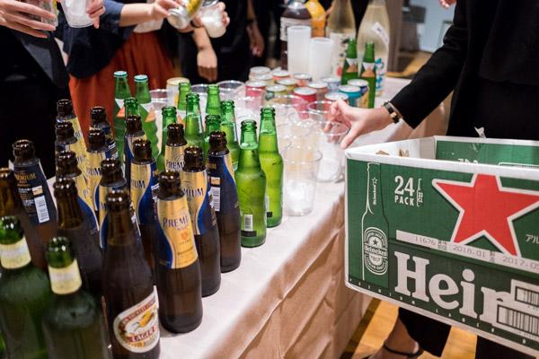 ▲クライアントの方とお酒を飲みながら最近のビジネスのトピックについても話せる機会に。