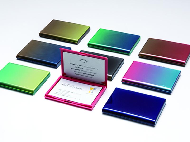 ▲吉田テクノワークス様のオリジナルブランド「ornament」の名刺ケースとコンセプトブック